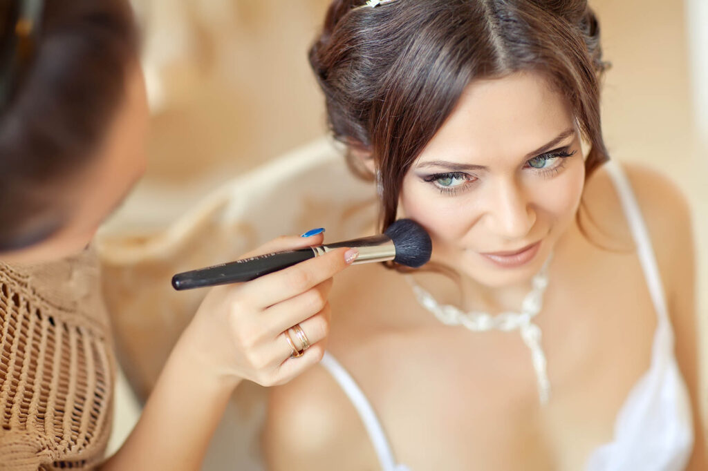 Stylist makes makeup