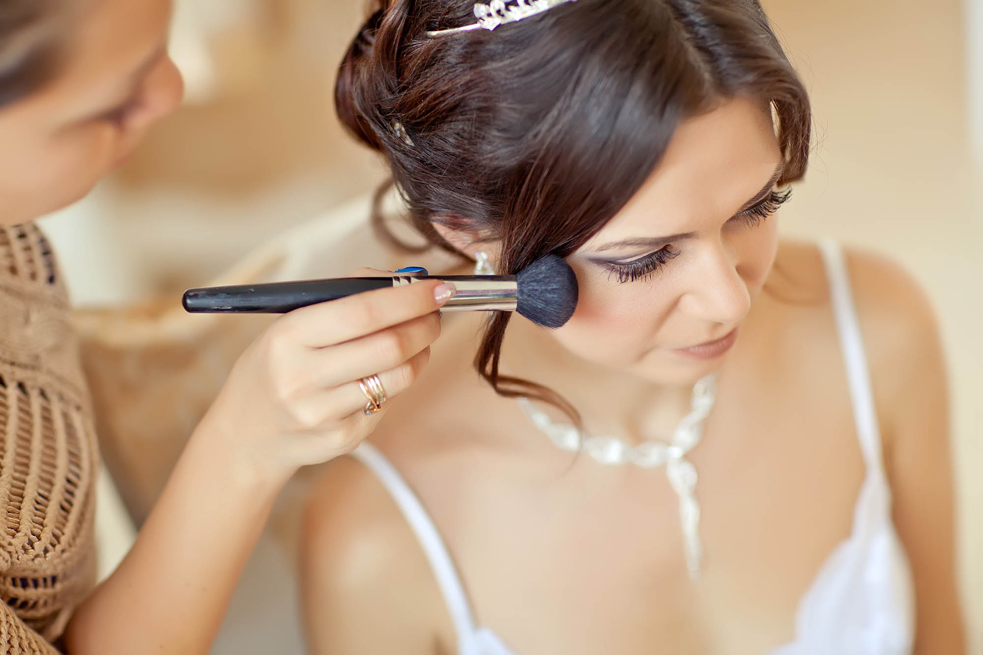 makeup bride on the wedding day
